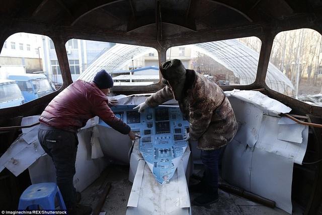 Mô hình bảng điều khiển trong khoang phi công.