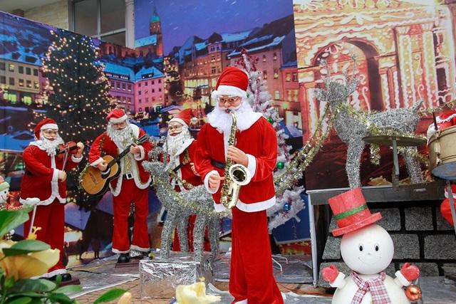 Hình ảnh ông già Noel rực rỡ sắc màu