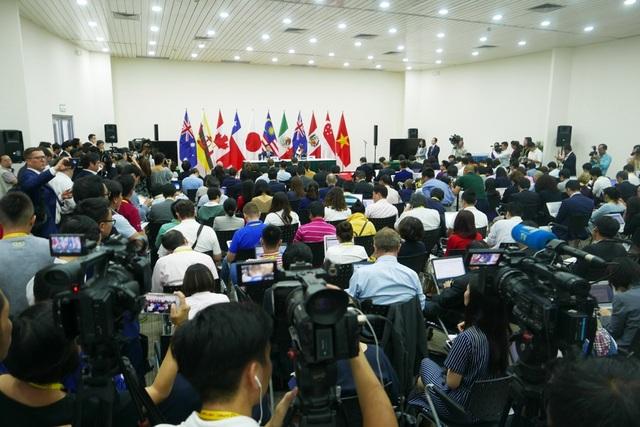 Cuộc họp báo thu hút rất động phóng viên tới từ các cơ quan báo chí truyền thông trong và ngoài nước (Ảnh: Quý Đoàn)