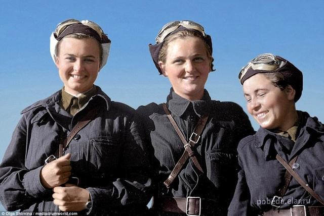 3 nữ phi công Natalia Meklin, Sofia Burzaeva and Polina Gelman. (Ảnh: Olga Shirnina / Mediadrumworld)
