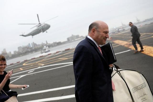 Giám đốc Hội đồng kinh tế quốc gia Gary Cohn. Là một chuyên gia tài chính, chủ tịch kiêm giám đốc vận hành của Tổ chức Goldman Sachs, ông Cohn là một trong những cánh tay phải đắc lực của ông Trump về vấn đề kinh tế.