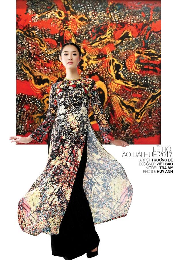 Áo dài NTK Viết Bảo trên nền tranh họa sĩ Trương Bé