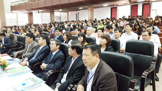 Nhiều đại biểu là nhà khoa học, cán bộ quản lý, giáo viên, giảng viên về môn Giáo dục công dân trên toàn quốc về tham dự