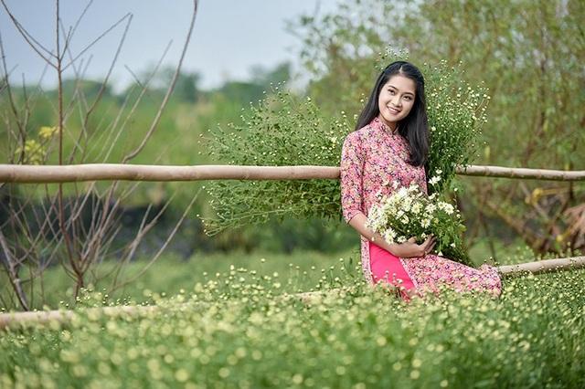 Vườn cúc là nơi các cô gái thả hồn bay bổng, tạo nên cảnh đẹp như ý thơ, lời nhạc, cũng là cảm hứng cho các tay máy ảnh Hà thành.