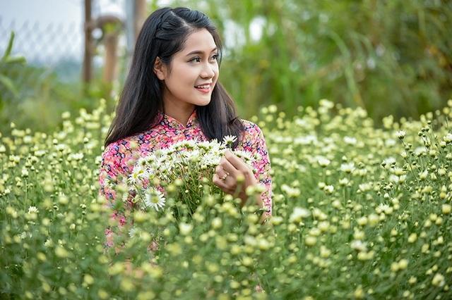 Người mẫu trong bộ ảnh là Lê Minh Tâm đến từ Quảng Nam. Cô mới tốt nghiệp Học viện Hành chính quốc gia hồi tháng 6 vừa qua.
