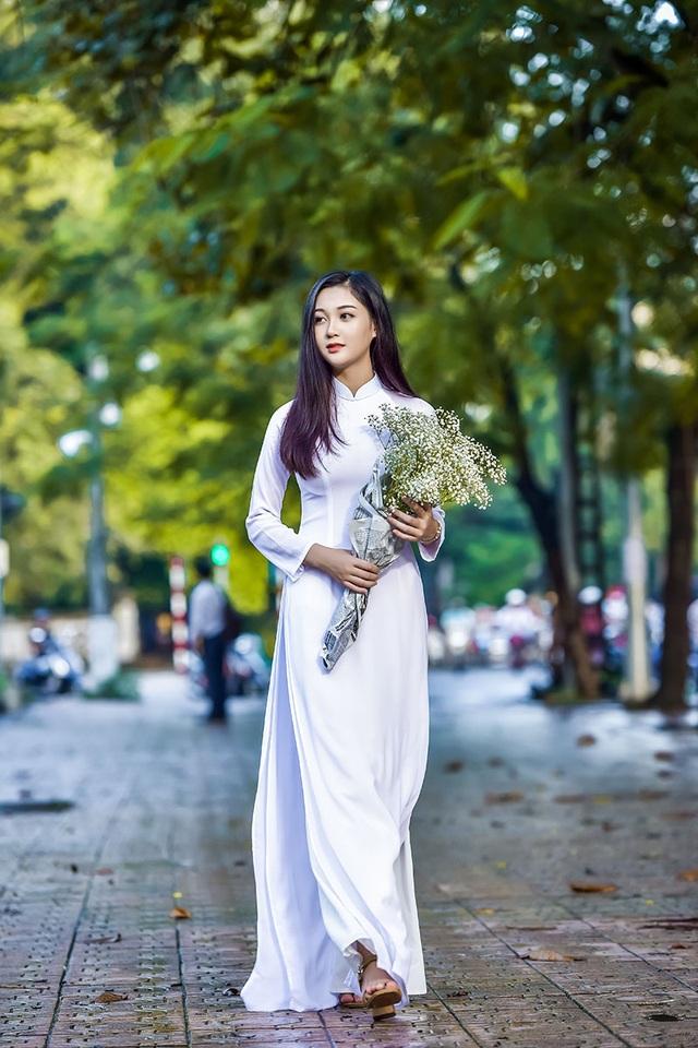 """""""Hot girl bikini"""" đẹp tinh khôi bên loài hoa tháng 10 Hà Nội - 2"""