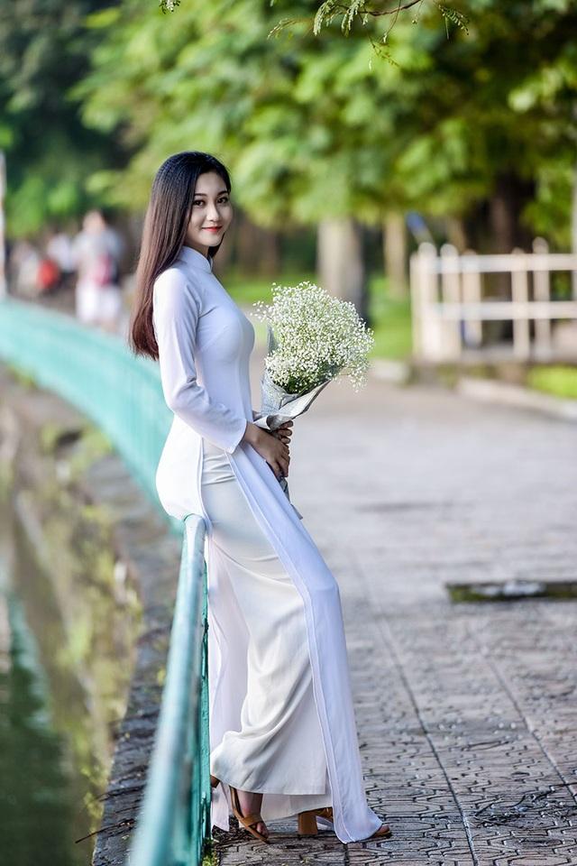"""""""Hot girl bikini"""" đẹp tinh khôi bên loài hoa tháng 10 Hà Nội - 8"""