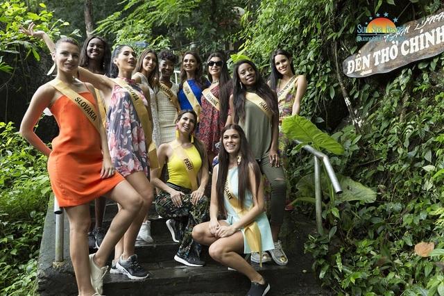 """Dàn thí sinh tham gia Miss Grand International 2017 đã có dịp chiêm ngưỡng vẻ đẹp tráng lệ, huyền ảo bậc nhất thế giới của hang động được mệnh danh là """"Hoàng cung trong lòng đất"""""""