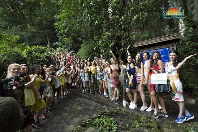 Dàn người đẹp Miss Grand International 2017 khoe sắc tại động Thiên Đường - 2