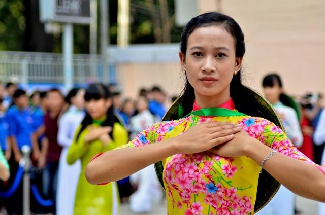 Ngành du lịch thành phố kêu gọi mỗi người dân hãy cùng chung tay góp sức xây dựng hình ảnh tà áo dài trở thành nét văn hóa đặc trưng của người dân TPHCM nói riêng và cả nước nói chung.