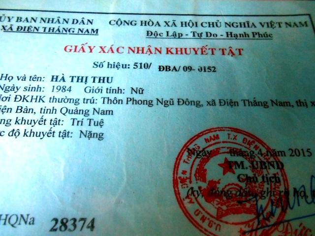 Thẻ khuyết tật của chị Hà Thị Thu, con gái đầu ông Anh bị thiểu năng trí tuệ