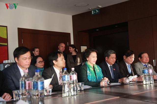 Kiều bào chào đón Chủ tịch Quốc hội Nguyễn Thị Kim Ngân thăm Hungary - 9