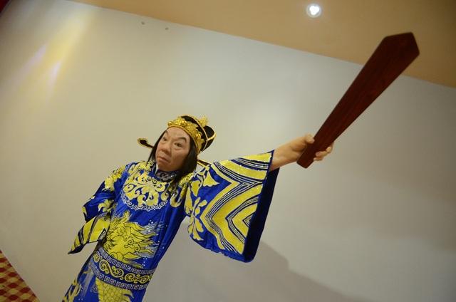 Nghệ sỹ Trường Sơn ra bộ trong vai Nguyễn Trãi.