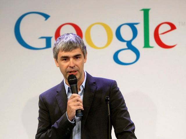 Mayer được cho là đã có khoảng thời gian hẹn hò ngắn ngủi cùng đồng sáng lập Larry Page của Google. Tuy nhiên mối quan hệ này rất kín và hầu như không có một nhân viên nào hay biết. Sang đến năm 2005, Mayer được bổ nhiệm làm Phó Giám đốc phụ trách sản phẩm và trải nghiệm người dùng.