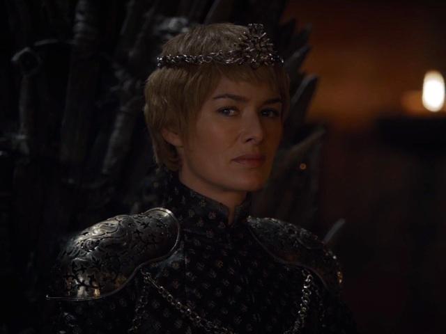 Ánh nhìn mà Cersei dành cho Jaime cũng lạnh lùng và xa cách.