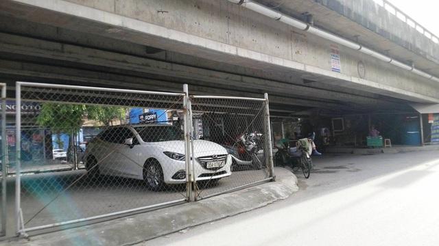 """Ninh Bình: Gầm cầu vượt bị """"xẻ thịt"""" biến thành bãi đỗ xe ô tô - 9"""