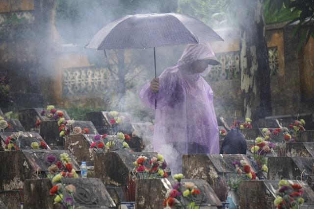 Nghĩa trang liệt sỹ Vị Xuyên có hơn 1700 ngôi mộ, trong đó có rất nhiều mộ vô danh. Đây là nơi an nghỉ của các liệt sĩ đã hy sinh tại mặt trận Vị Xuyên trong cuộc chiến chống quân Trung Quốc xâm lược tại mặt trận Hà Giang.