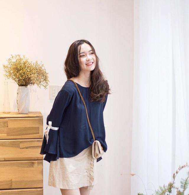 Đinh Ngọc Phi Linh hiện đang là học sinh lớp 12A10 trường THPT chuyên Đại học Vinh (Nghệ An), may mắn được phú cho chiều cao lợi thế 1m62 nên ngay từ khi ngồi trên ghế trường cấp 2, Phi Linh đã tìm được cho mình đam mê là nghề mẫu ảnh.