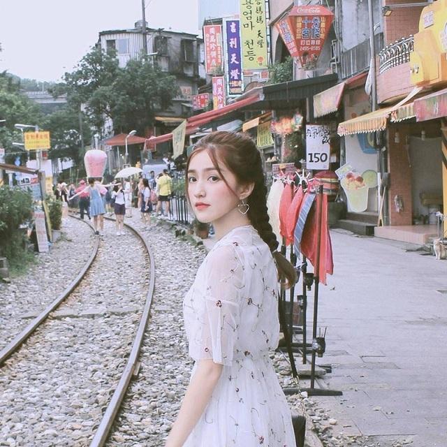 Mai Mỹ Uyên (sinh năm 1998, Sài Gòn), hiện tại đang theo học ngành Ngân hàng của trường đại học Sài Gòn.