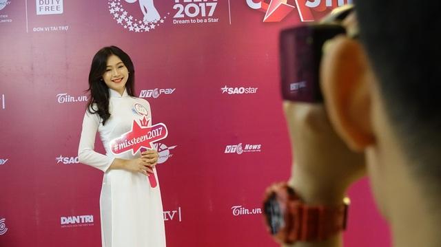 Thí sinh Đậu Hải Minh Anh (sinh năm 1999) 12 năm liền là học sinh giỏi, từng lọt Top đầu các cuộc thi Người mẫu ảnh, Miss Áo Dài…