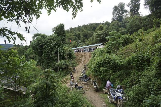 Tại thôn Hua Mức 1, xã Pú Xi, huyện Tuần Giáo - Điện Biên, một điểm trường mới khang trang vừa được Báo điện tử Dân Trí khánh thành và bàn giao.