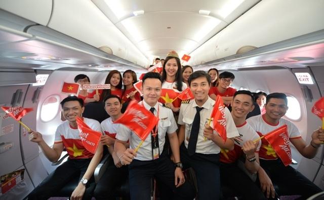 """Gần 200 hành khách Vietjet cùng hát """"Nối vòng tay lớn"""" mừng quốc khánh 2/9 - 9"""