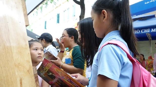 """Bé Trần Thị Thanh Trúc đến từ mái ấm tình thương Ánh Linh chia sẻ: """"Con hạnh phúc khi đến đây, vì con được quan tâm"""""""