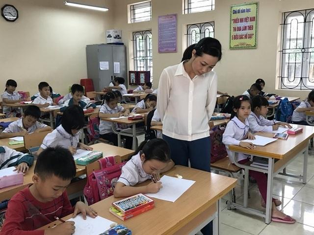 Thứ trưởng Bộ GD&ĐT cho rằng, việc tăng lương giáo viên khi đưa vào luật may ra mới có thể hiện được