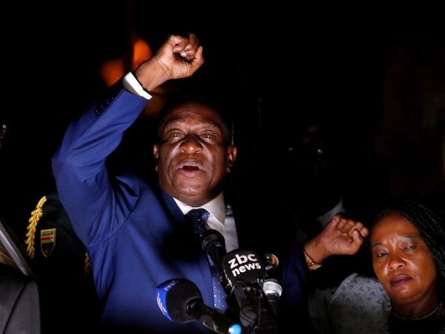 Ông Mnangagwa buộc phải trốn sang Nam Phi sau khi bị sa thải vì các nhân viên an ninh cảnh báo ông có thể bị ám sát. (Ảnh: Reuters)