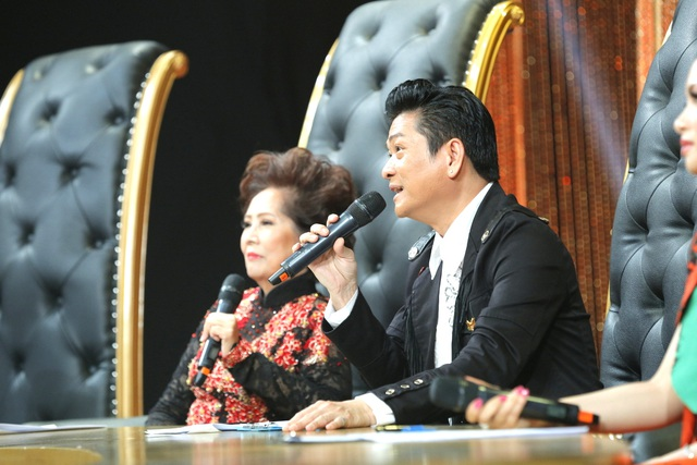 """Danh ca Mạnh Đình cũng đồng ý với ca sĩ Hà Phương, anh nói: """"Có lẽ là con nhà võ nên như Hà Phương nói, giọng của em rất mạnh, nhưng vì cái mạnh đó, anh chưa thấy có chất """"mùi"""" trong đó, em chưa """"vuốt"""" được những câu cuối và chưa bỏ nhỏ được câu nào mình cần""""."""