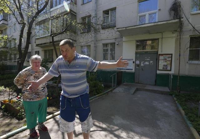 Tuy vậy, vẫn có nhiều người dân ủng hộ việc phá bỏ những căn hộ cũ kỹ tuổi đời 50 năm này (Ảnh: Reuters)