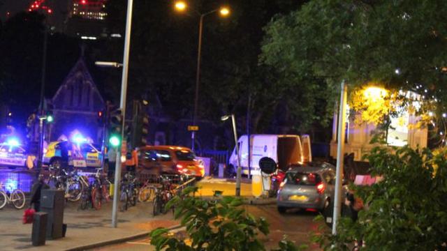 Chiếc xe tải trắng được tin là được sử dụng trong vụ tấn công (Ảnh: BBC)