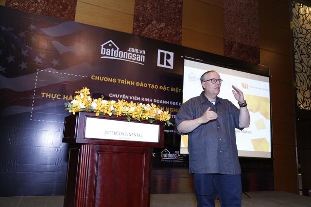 Ông Steve Brown, chủ tịch Hiệp hội Môi giới BĐS Mỹ nhiệm kỳ 2014 trong sự kiện đào tạo hợp tác cùng batdongsan.com.vn