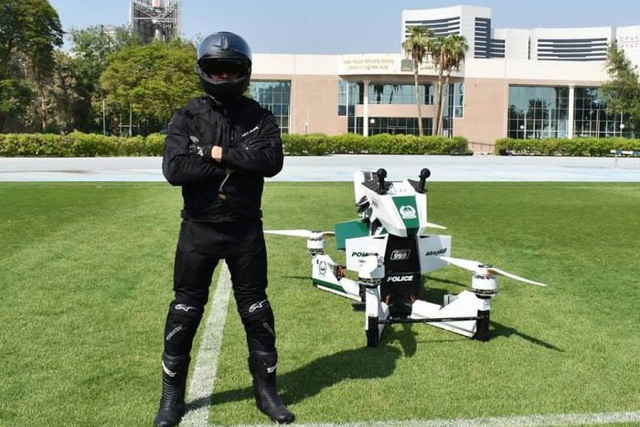 Chán siêu xe, cảnh sát Dubai chuyển sang môtô bay - 1