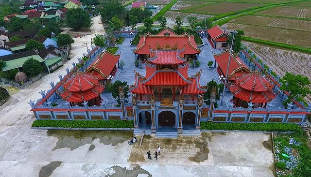 Nhà thờ họ Nguyễn Quốc ở xã Nam Cát, huyện Nam Đàn (Nghệ An) đến thời điểm này được cho là ngôi nhà thờ họ độc đáo, hoành tráng nhất xứ Nghệ.
