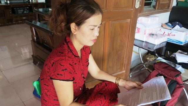 Chị Nguyễn Thị Thủy (con ông Nguyễn Văn Cừ, một trong 4 hộ dân) bức xúc.