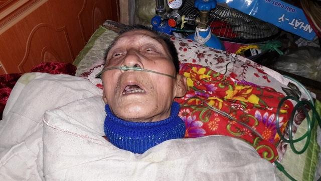 Đã nhiều năm nay ông Trần Hưng Nhân (SN 1948, bố chồng chị Ngọc) đã phải nằm liệt giường do bệnh tật.