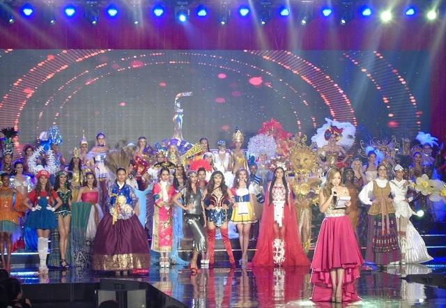 Dàn người đẹp tham gia vòng thi Trang phục các dân tộc, cuộc thi Hoa hậu hòa bình thế giới 2017