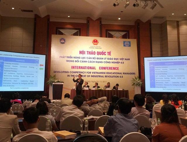 TS. Kim Kwang Kun (Hàn Quốc) chia sẻ tại hội thảo.