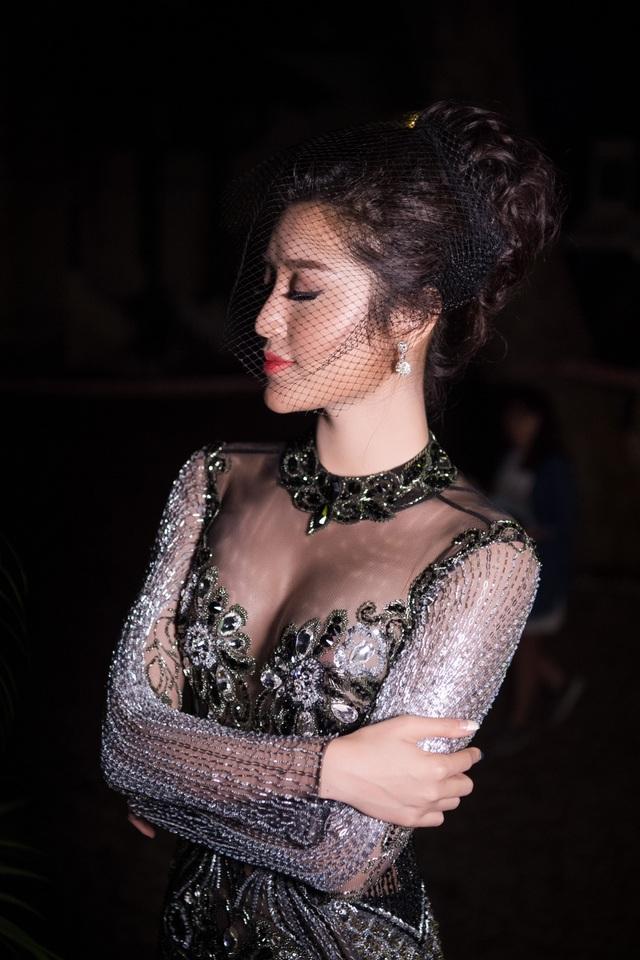 Vẻ đẹp gợi cảm của Á hậu 1 Hoa hậu Việt Nam 2014.