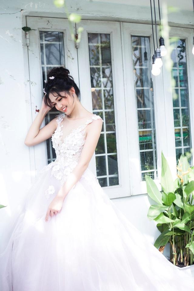 """Á hậu Thanh Tú bất ngờ hóa """"cô dâu"""", khoe bờ vai mong manh - 9"""