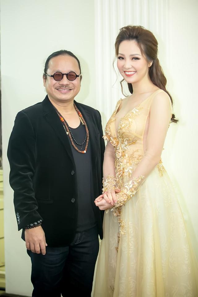 Á hậu Thụy Vân cùng nghệ sĩ saxophone Trần Mạnh Tuấn.