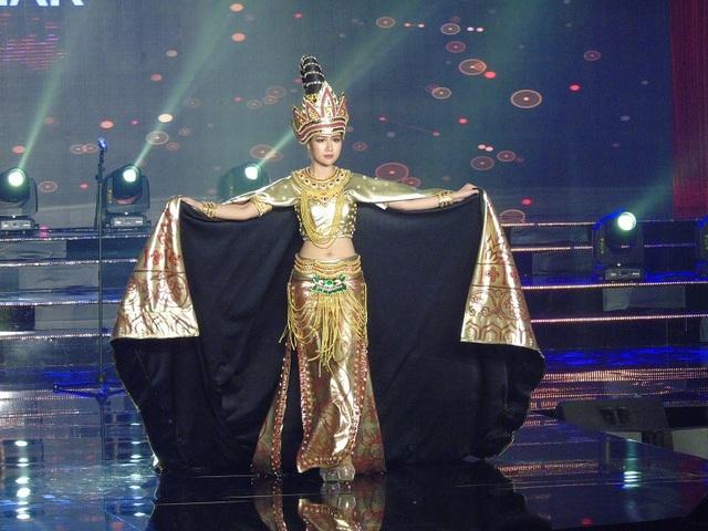 Bộ trang phục mang nét văn hóa đặc trưng của đại diện Myanmar