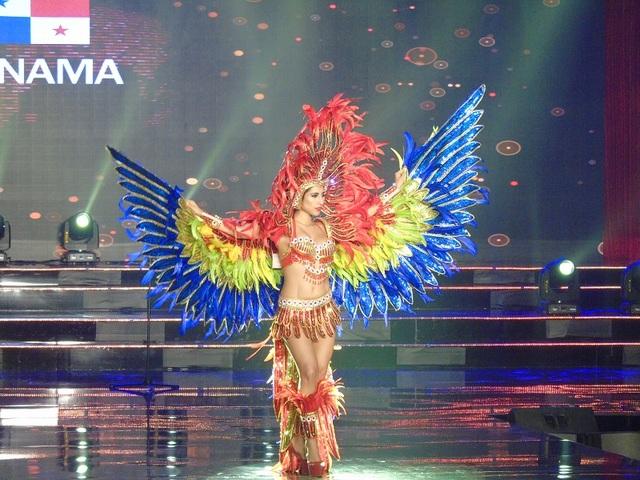 Bộ trang phục bắt mắt của đại diện Panama