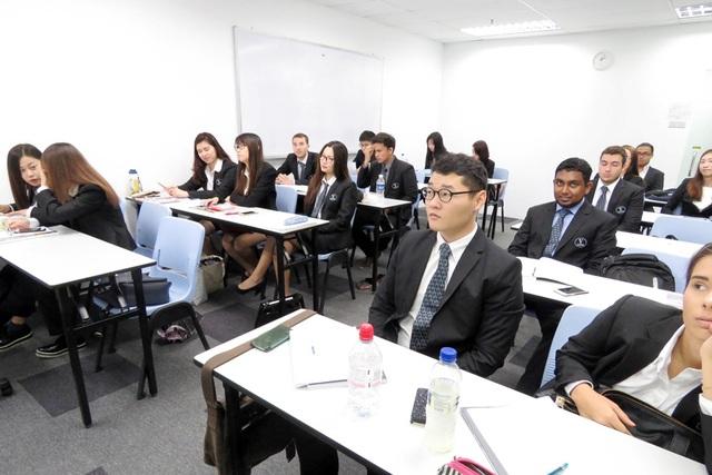 Sinh viên đang theo học chương trình của ĐH Vatel (Pháp) tại Học viện SDH Singapore