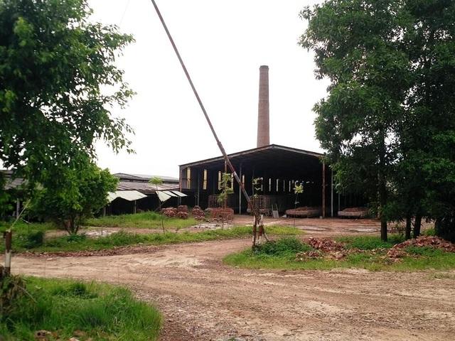 Nhà máy gạch tuynel của công ty Trường Thành hiện đang sử dụng sai mục đích đất, lấn chiếm hàng nghìn m2 đất.