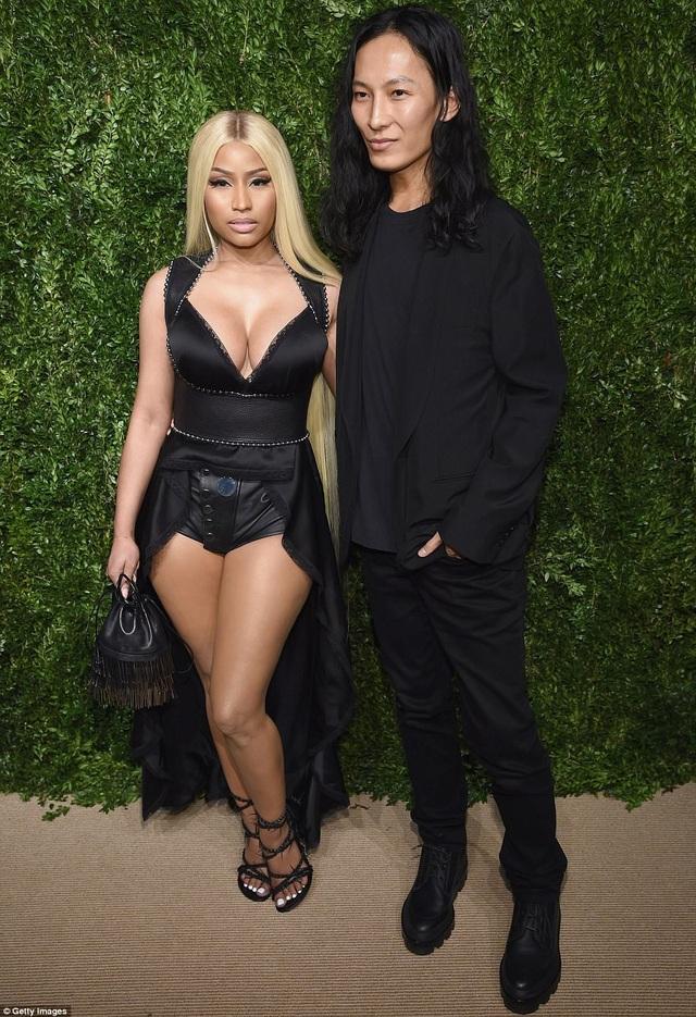 Nicki Minaj gợi cảm và táo bạo dự lễ trao giải của hiệp hội thời trang Mỹ tổ chức tại New York ngày 6/11