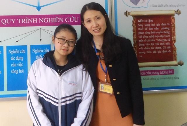 Thanh Tâm và cô giáo Nguyễn Thị Hường