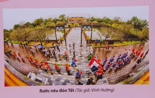 Hay lễ rước nêu đón tết là một trong những lễ hội xuân nổi tiếng xứ Huế