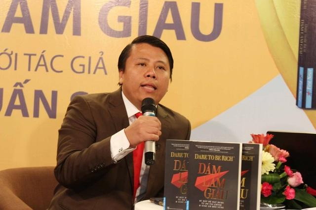 Tác giả Phạm Tuấn Sơn giao lưu cùng khách mời tại chương trình